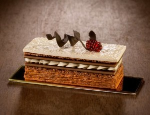 believe-me-these-wonderful-desserts-are-porcelain-sculptures-59fc270729ced__880