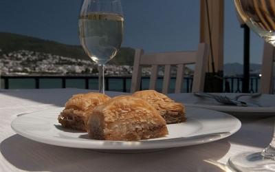Το ιδανικό κρασί για τα σιροπιαστά και άλλα γλυκά
